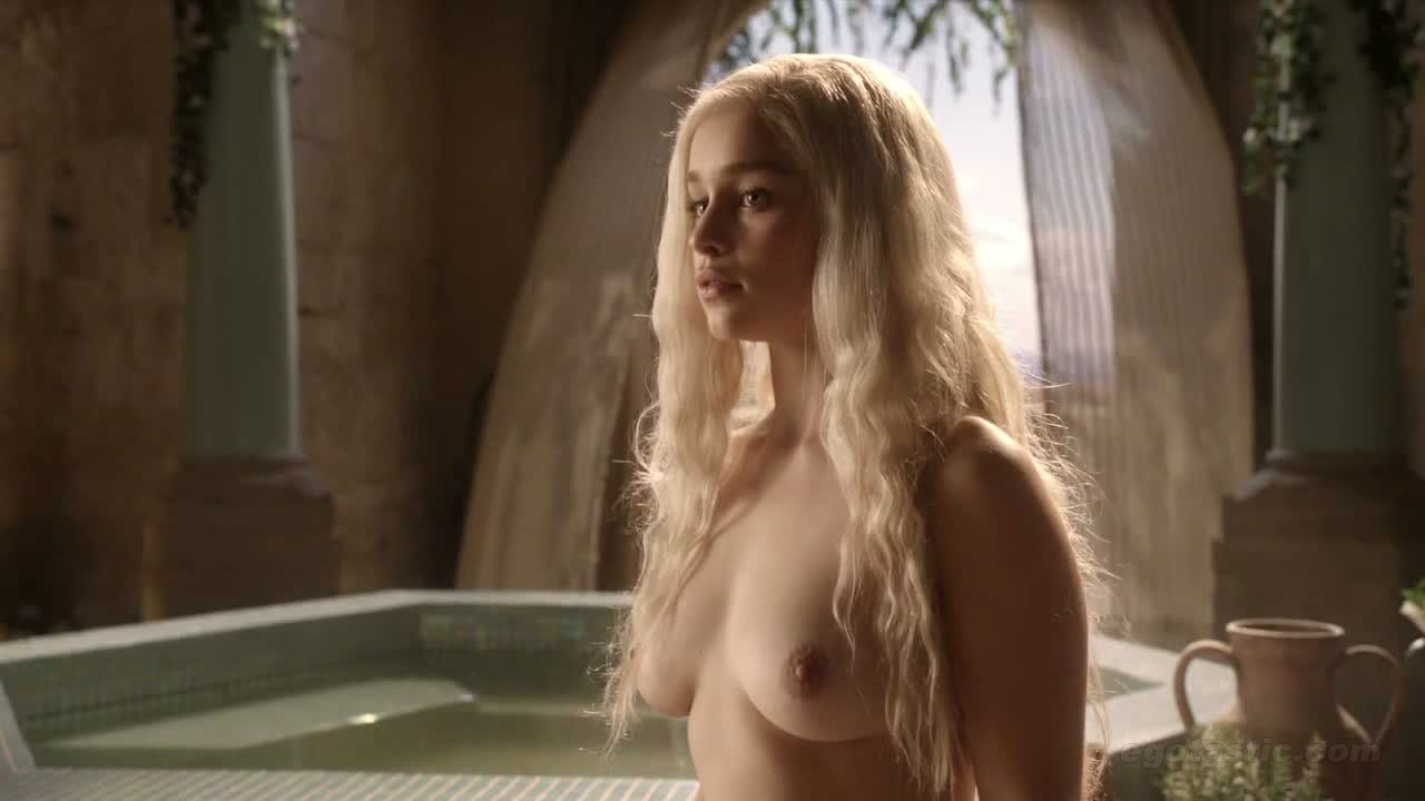 Emilia Clarke – Hot game of trone- porn game of trone- sexy – nude- porno- escenas calientes- tape sex – videos sexo – porno game of trone (2)