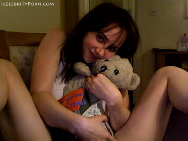 Zoe Kazan nude desnuda xxx hot pics nude pics (3)