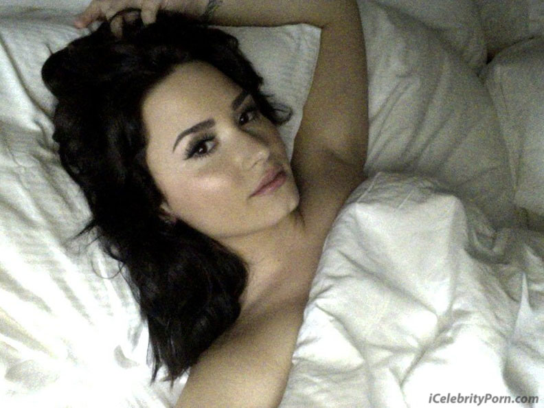 Demi Lovato Fotos Desnuda sin Censura xxx Nude Celebrity Porn Fotos de Demi Lovato Desnuda xxx Porno video sex tape follando nudes naked nudes hot sexy (9)