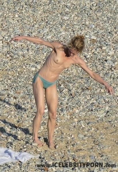 xxx Vanessa Paradis Fotos Desnuda PLAYA Porno-nudista-tetas-upskin-filtradas-hacker-senos-vagina-paparatzy-celebrity-nude (2)
