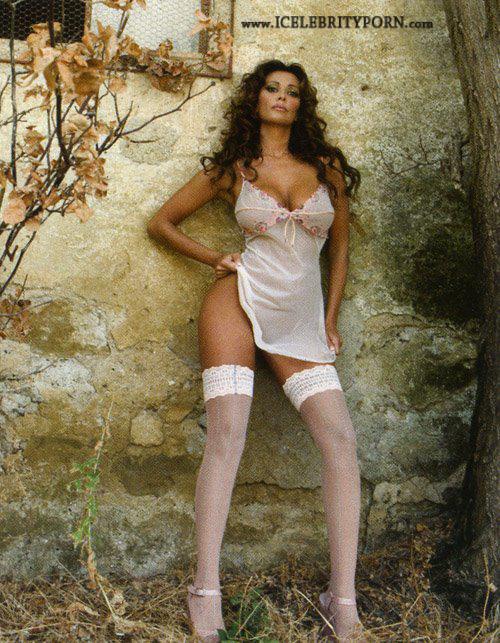 Sara_VaroneSARA VARONE Famosa Italiana Desnuda Tetas Naturales-tetas-sexo-italia-porno-corrida-posando-blanco-y-negro-famosas-celebridades-fakes (3)
