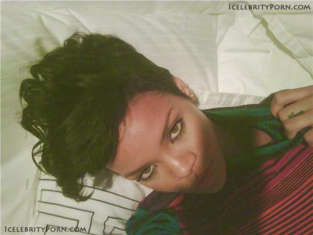 Rihanna NUDE DESNUDA HOT PICS  porno xxx caliente fotos filtradas dollando posando (5)