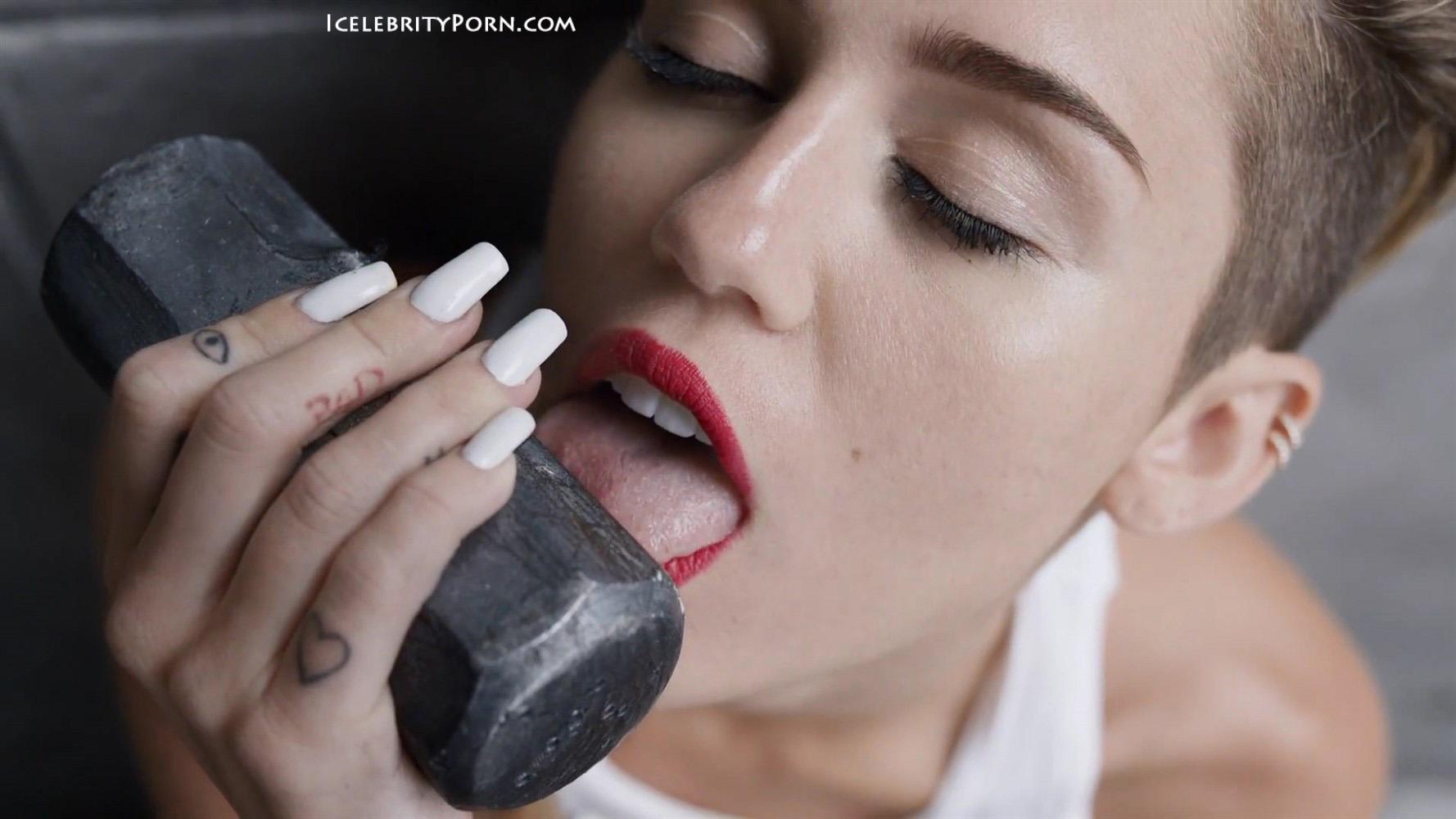 Miley Cyrus nude desnuda xxx hot pics video porno  (52)