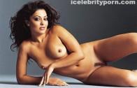 Famosa Elle Fanning se desnuda e introduce una cuchara en su coño