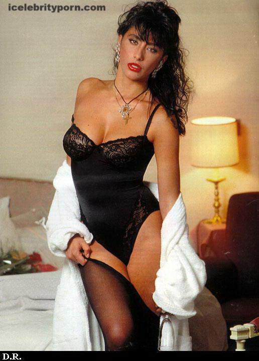 xxx de Sabrina Salerno Fotos Desnuda Sensuales-modelos-antiguas-desnudas-follando-año-80-cogiendo-italiana-argentina-novela-playboy (12)