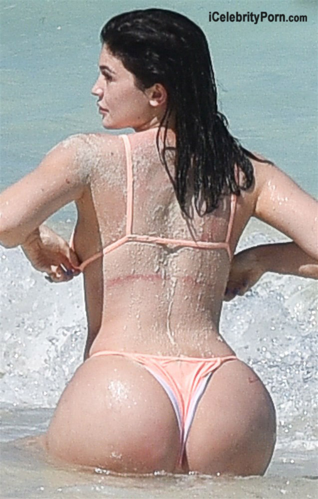 kylie-jenner-en-bokini-famosas-actrices-desnudas-modelos-usa-hot-xxx-2