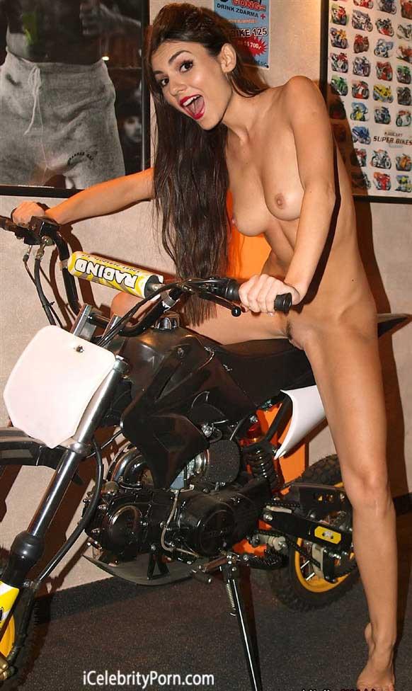 Victoria Justice se desnuda en un bar-icelebrityporn-nikelodeon-xxx-disney-porno-tetas