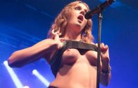 Tove Lo desnuda muestra tetas en concierto y video xxx